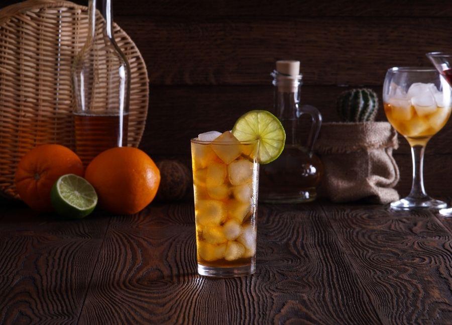 Lækker opskrift på Long Island Iced Tea, der er forfriskende stærk drink