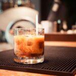 Forfriskende lækker opskrift på White Russian med kaffelikør og vodka